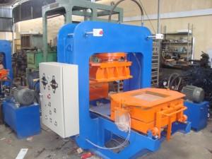 DSC02046 300x225 Máy sản xuất gạch terrazzo