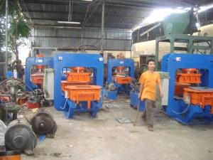 DSC02052 300x225 Máy sản xuất gạch terrazzo